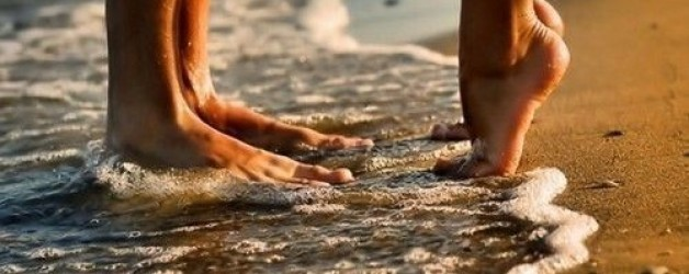 beach-feet-kissing-love-photography-Favim.com-280953_large-628x250